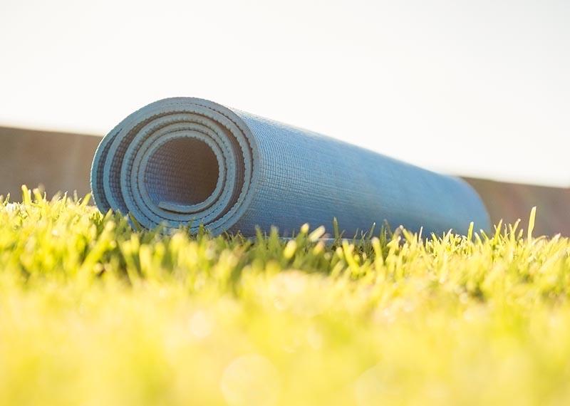 Yoga Matte auf Gras